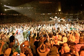 country-102-dot-5-music-festival_s345x230