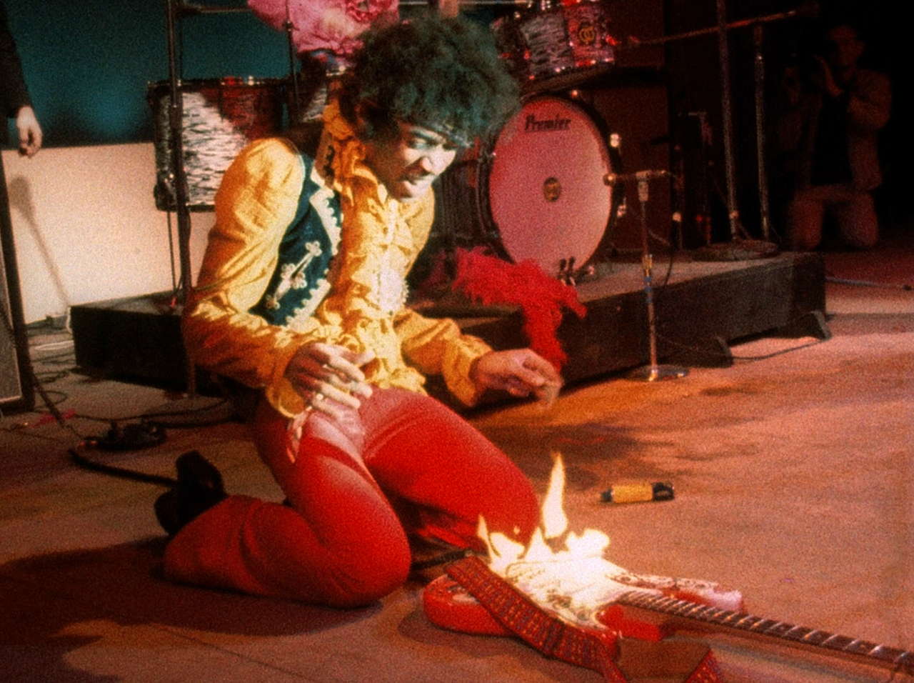 Jimi-hendrix-guitar-on-fire-monterey-live