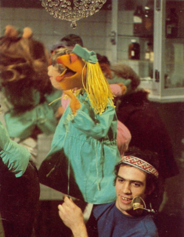 Pictures of Behind the Scenes with the Muppets, c (22)