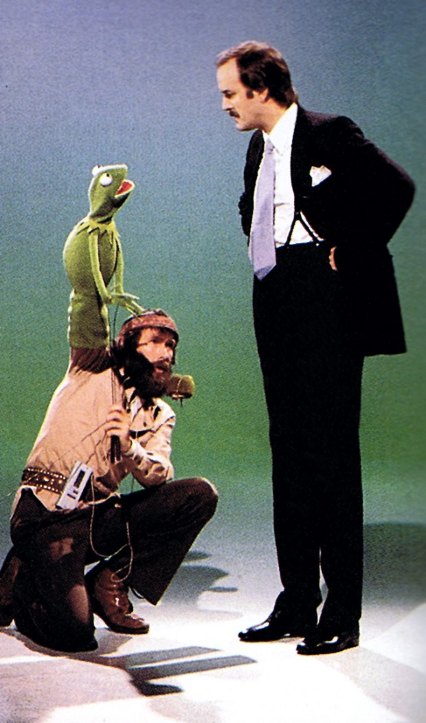 Pictures of Behind the Scenes with the Muppets, c (23)