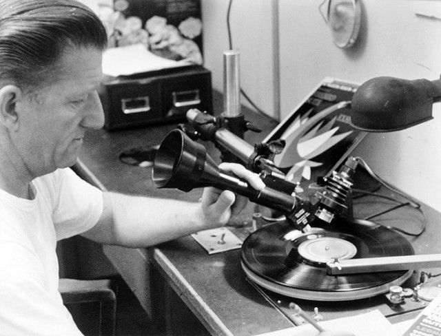 How Vinyl Records Were Produced (1)