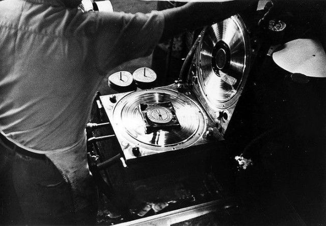 How Vinyl Records Were Produced (8)
