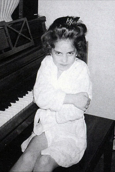 lady-gaga-as-a-child-lady-gaga-16870917-399-600