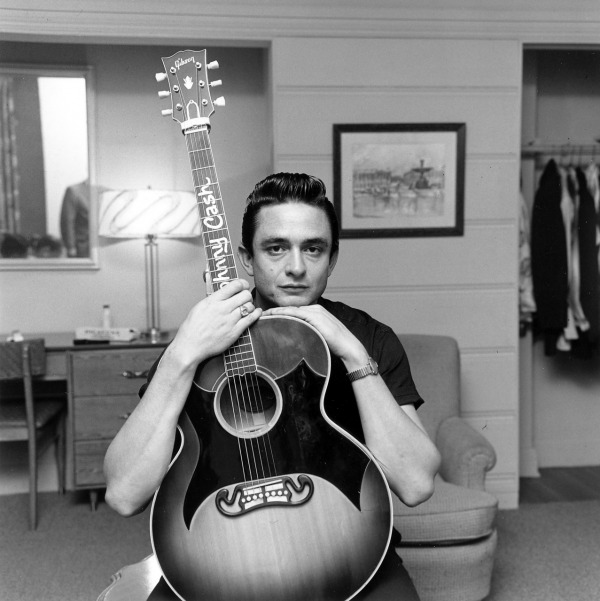 Johnny cash with his custom Johnny Cash Gibson guitar (2)