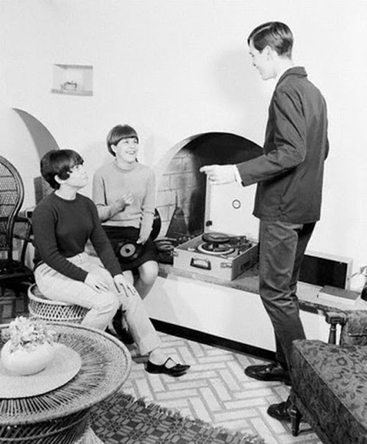 Teenage record party, 1950s-60s (12)